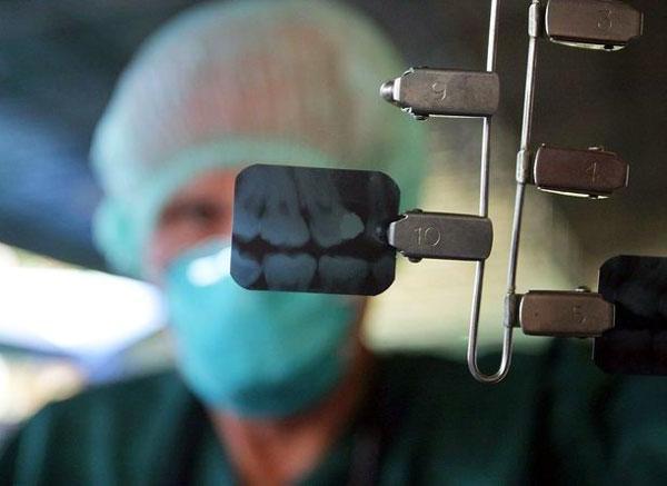 Что делать, если долгое время болит зуб после удаления нерва