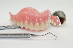 когда можно использовать нейлоновые зубные протезы
