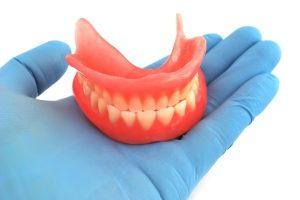 минимум дискомфорта от нейлоновых зубных протезов