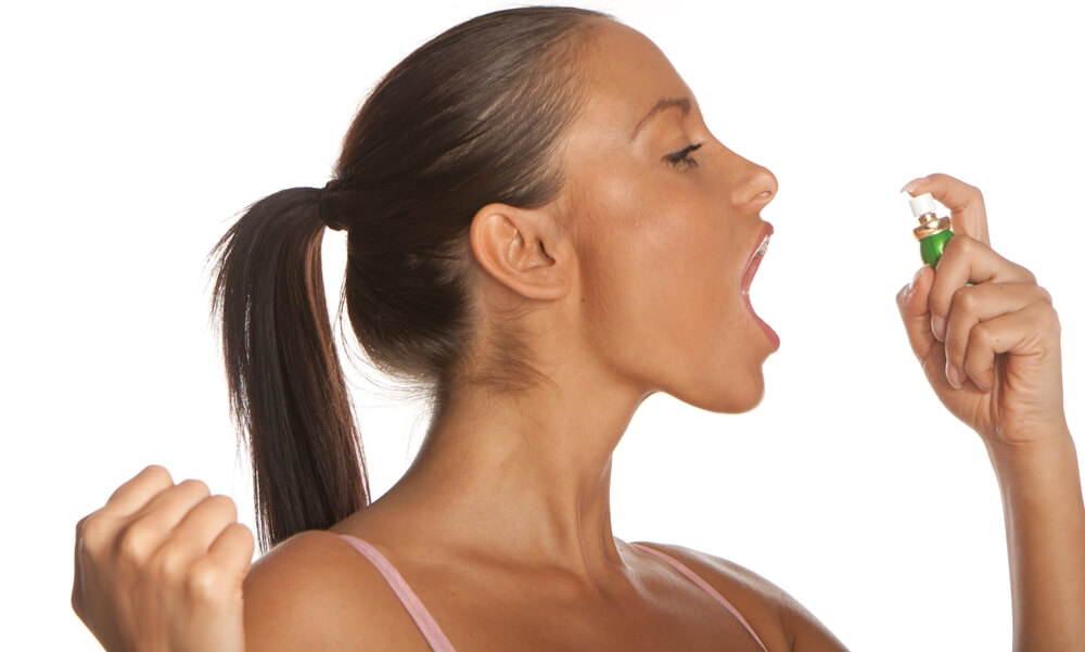 из за чего идет запах изо рта