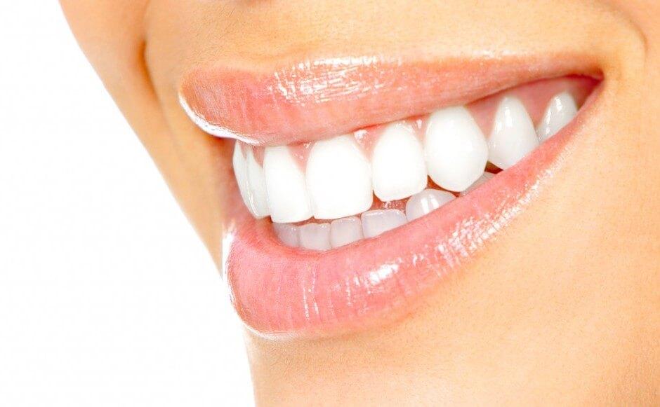 чем безопасно отбелить зубы в домашних условиях