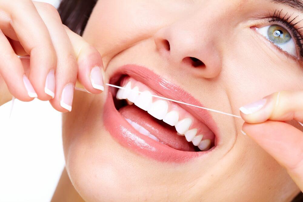 как нужно пользоваться зубной нитью