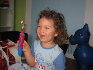 электрическая зубная щетка для малышей