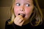 шатается молочный зуб что делать