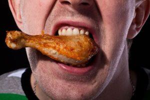 любители жареного страдают зубным камнем