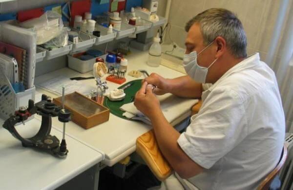 изготовление коронки из керамики на зуб