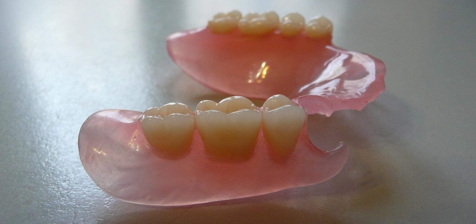 нейлоновый зубной протез и его цена