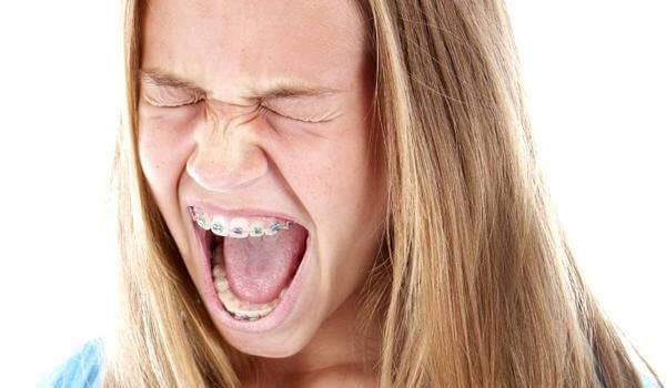 болит челюсть после ношения протезов