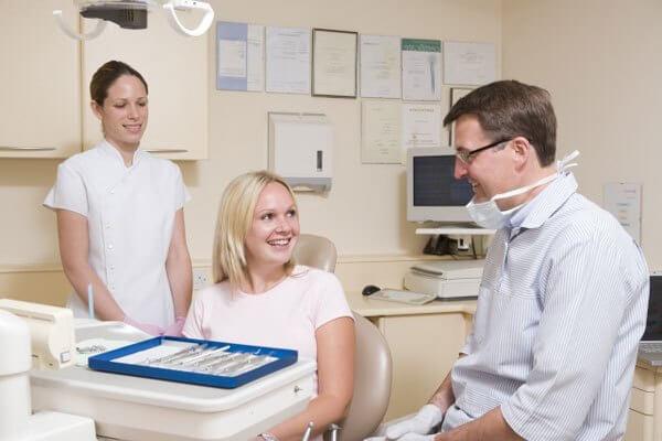 где можно сделать покрывной протез на зубы