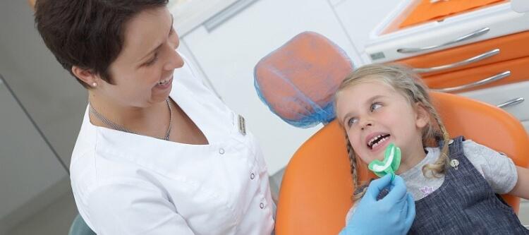 фторирование молочных зубов у детей разного возраста