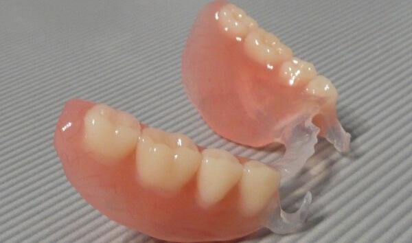 противопоказания у протезов на зубы квадротти