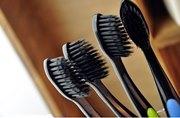 Плюсы и минусы бамбуковой зубной щетки с угольным напылением