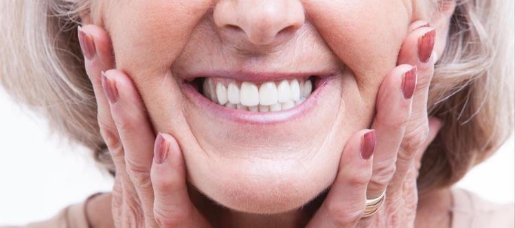 Особенности зубных протезов Акри Фри