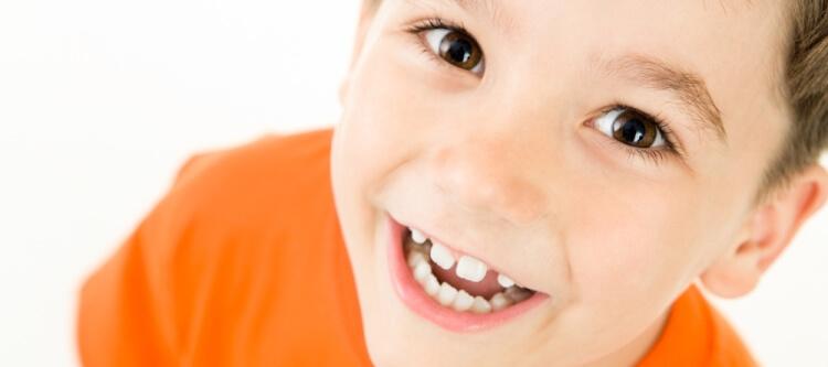 Как выровнять зубы без брекетов в детском возрасте