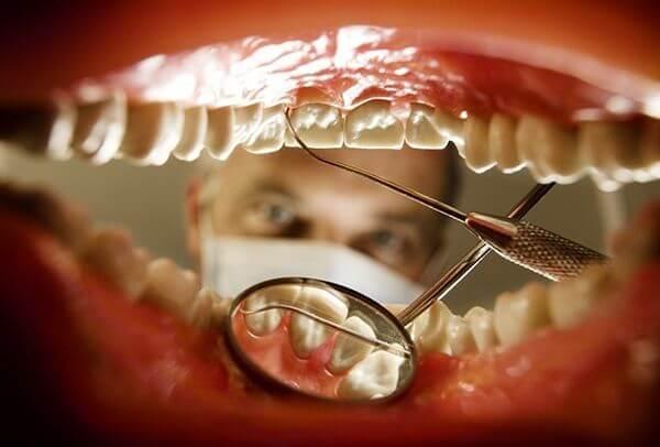 В каких случаях зуб реагирует на холодное и горячее