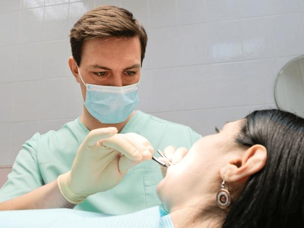 В каком случае необходимо обращаться к врачу при боли в зубе