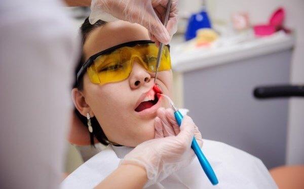 Последовательность проведения лазерной имплантации зубов