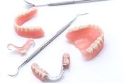 Видео с советами, какие зубные протезы лучше