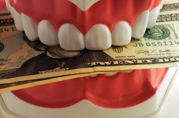 сколько стоит консультация ортодонта