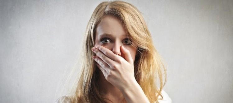 привкус крови во рту причины у женщин и у мужчин