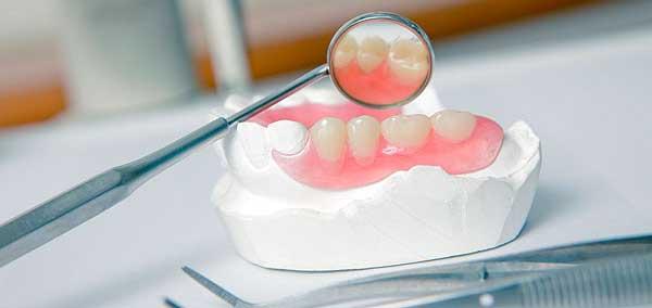 Зубные протезы натирают десна что делать
