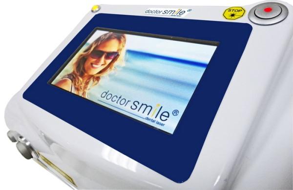 Использование лазера для отбеливания зубов по методу Doctor Smile