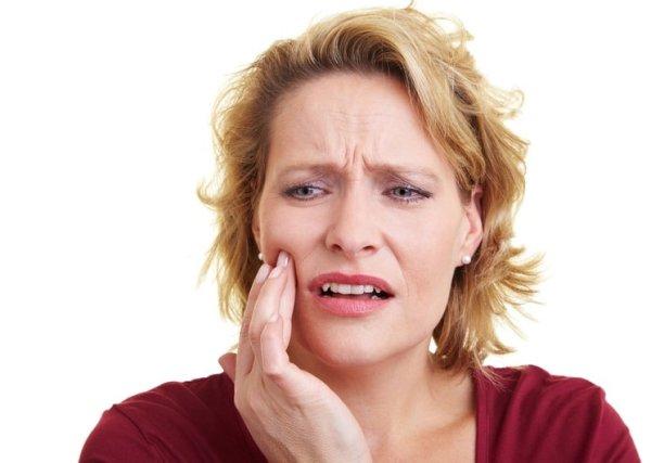 Больно ли снимать швы после имплантации зуба