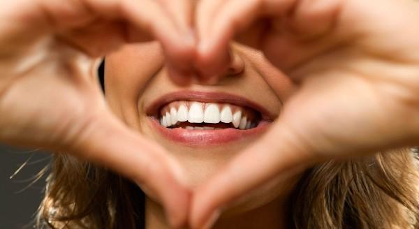 Плюсы и минусы отбеливания зубов холодным светом