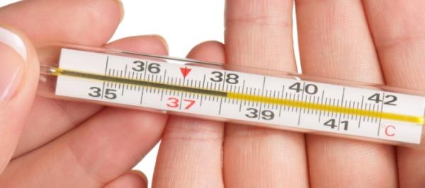 О чем говорит высокая температура после имплантации зубов