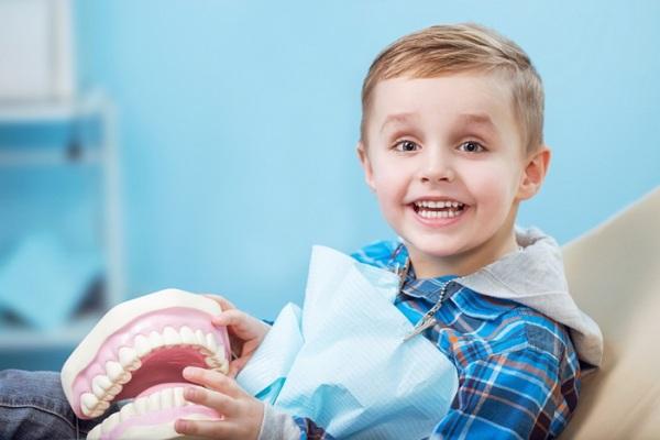 Акульи зубы у детей что делать