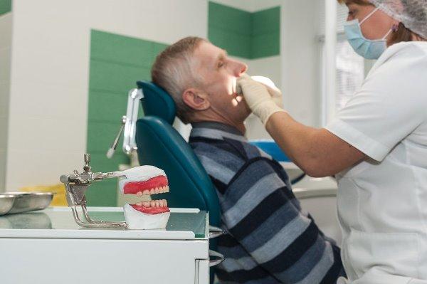 Как вернуть деньги за протезирование зубов пенсионерам