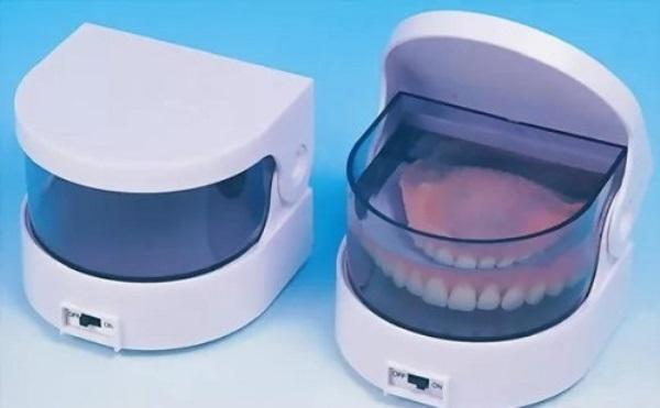 Контейнеры для зубных протезов в аптеках