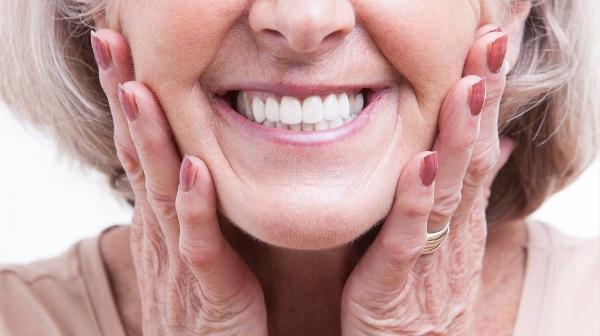 Съемный зубной протез на верхнюю челюсть