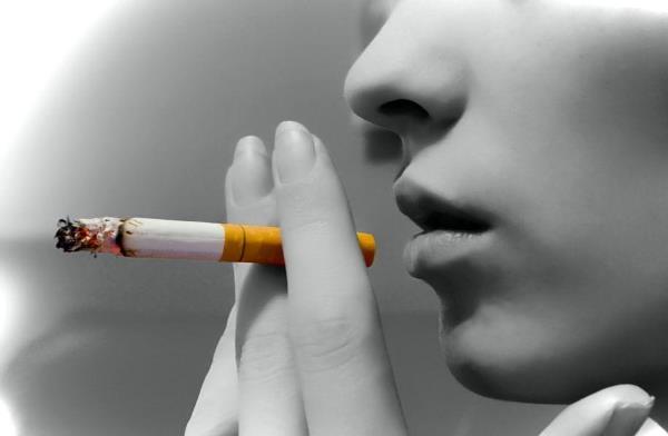 Можно ли курить, если на зубах установлены брекеты