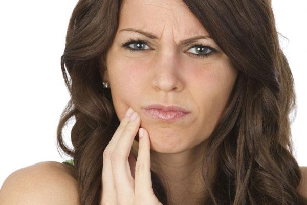 Что приводит к осложнениям после протезирования зубов