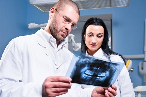 Об эффективности имплантации после удаления кисты зуба