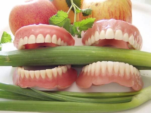 Питание со съемными зубными протезами