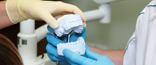Этапы протезирование зубов и сколько времени занимают все процедуры