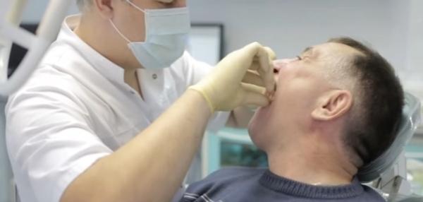 Зубной протез шатается что делать