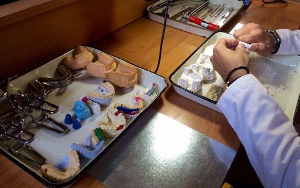 Лабораторные этапы изготовления пластмассового мостовидного протеза