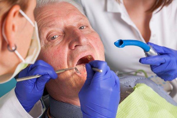 Лечение зубов у стариков